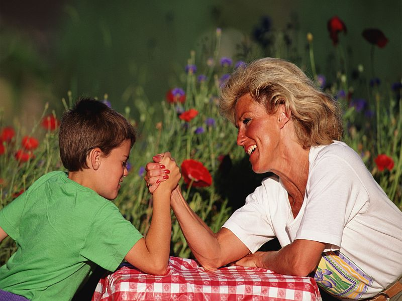 Older Mothers May Raise Better-Behaved Kids, Study Suggests
