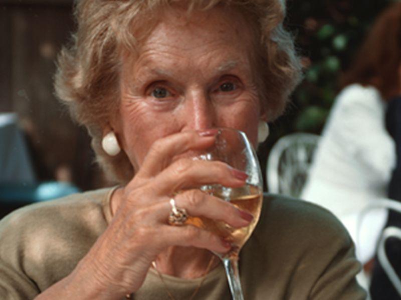 ¿El vino blanco podría aumentar el riesgo de melanoma?