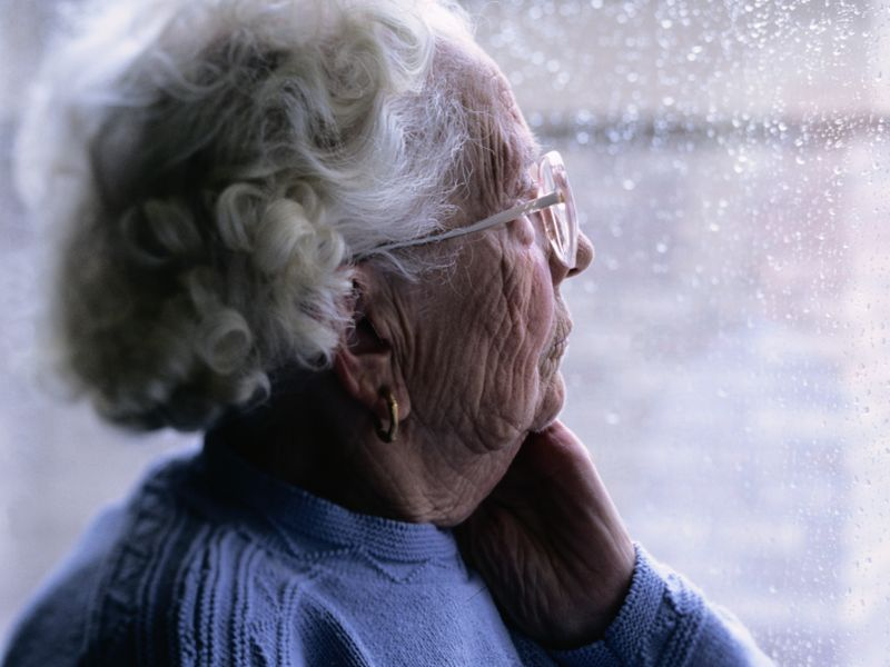 Poor Seniors May Be More Vulnerable to Dementia