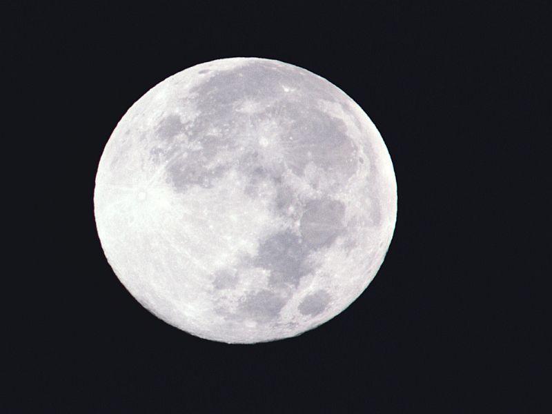 News Picture: Don't Blame Kids' Behavior on Full Moon