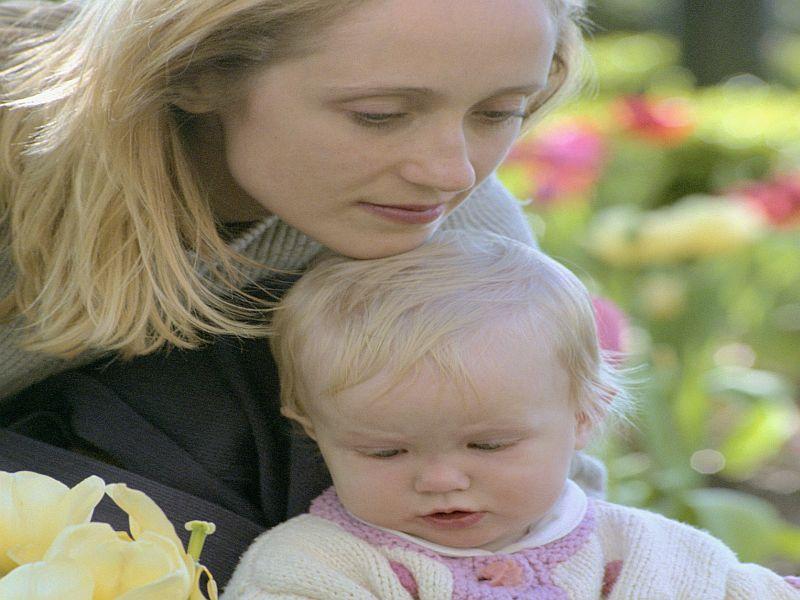 Study Links Having Children to Lower Ovarian Cancer Risk