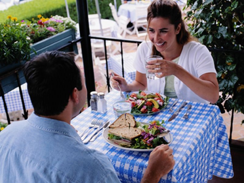 Do Men 'Eat to Impress' When a Woman's Around?