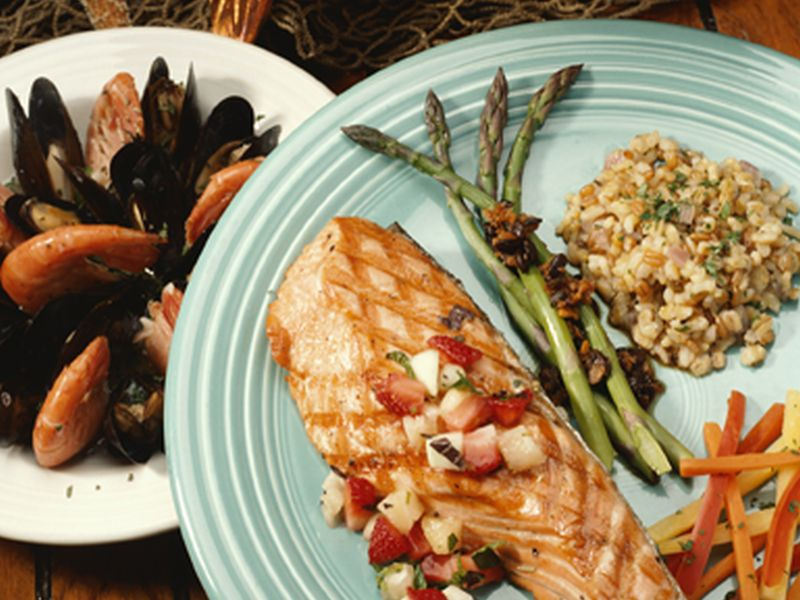 News Picture: Rich, Well-Educated Get Bigger Bang for Buck From Mediterranean Diet