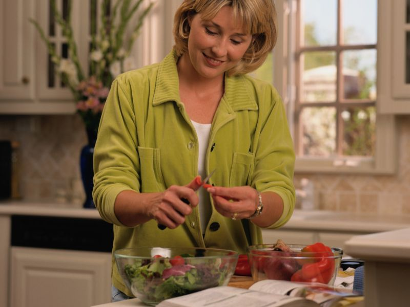 News Picture: Want Cheap and Healthy Meals? Cook at Home