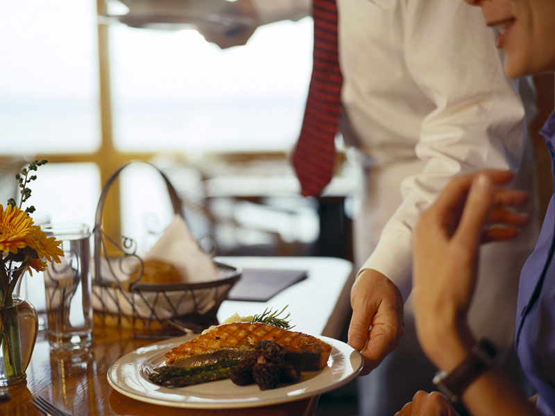 Can Online Reviews Help Health Inspectors Keep Tabs on Restaurants?