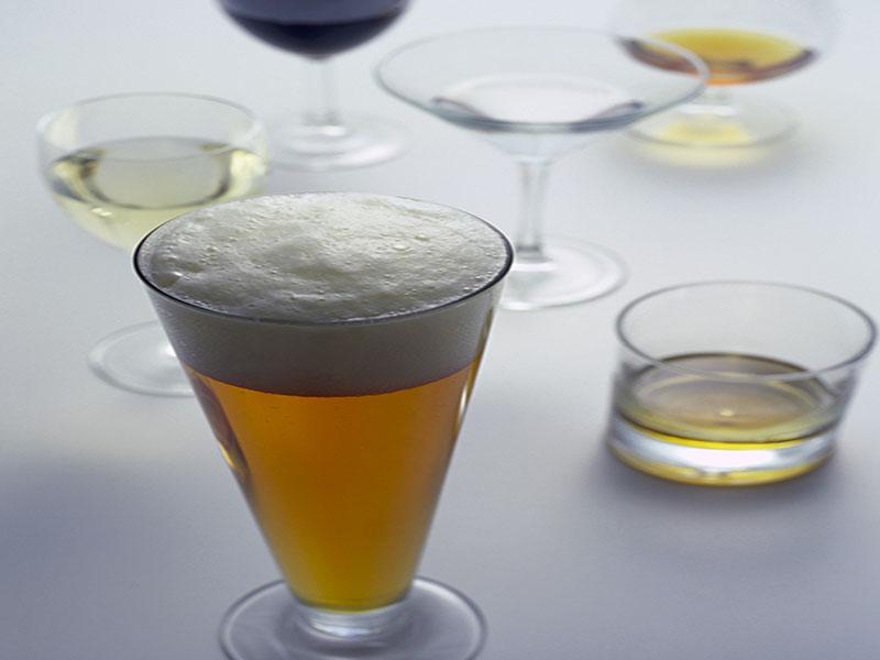 La bebida alcohólica que tome puede influir en su estado de ánimo