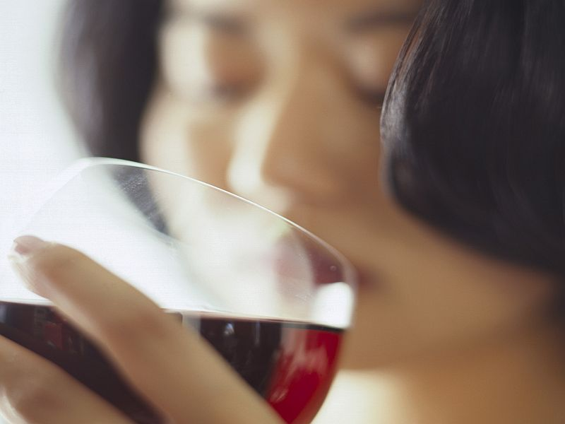 Drinking alcohol linked to more severe symptoms of PMS