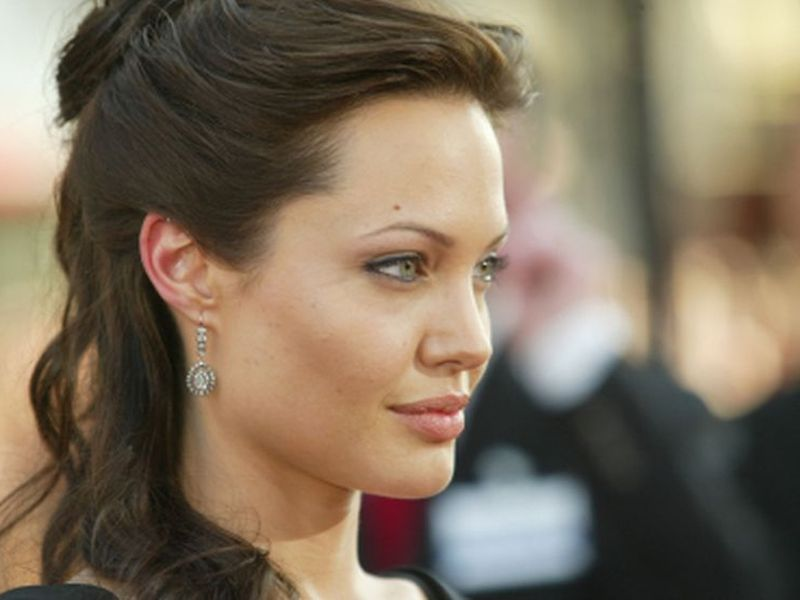 Mastectomy Study Confirms 'Jolie Effect'