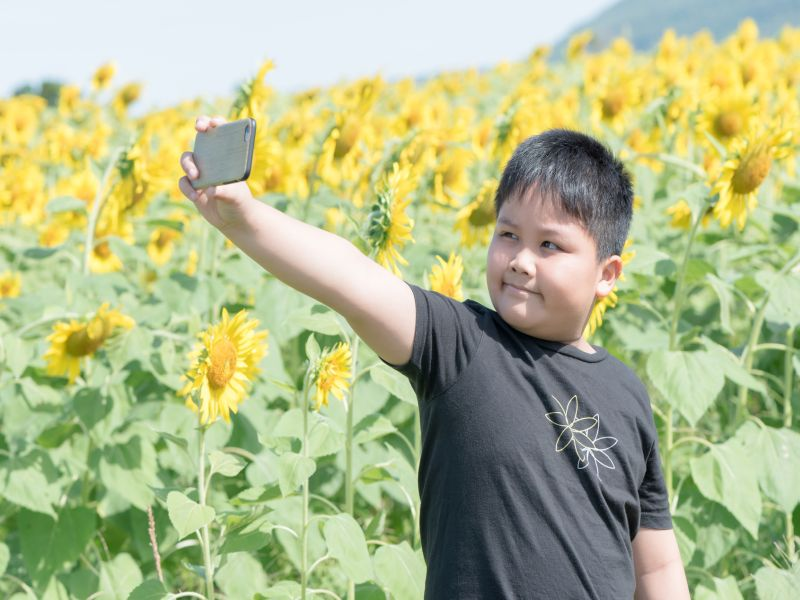 Young Kids With Cellphones Face a Hidden Risk