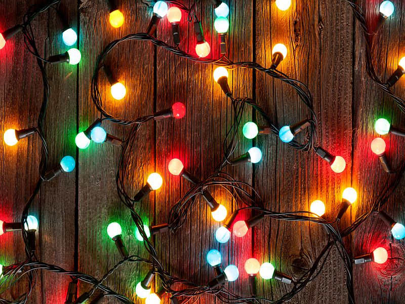 Hanging Holiday Lights Holds Hidden Danger, Surgeon Warns