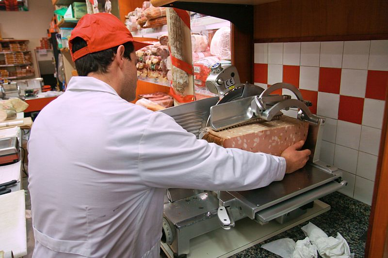 'Listeria on Rye'? Many U.S. Deli Meat Slicers Cut Corners on Cleanliness
