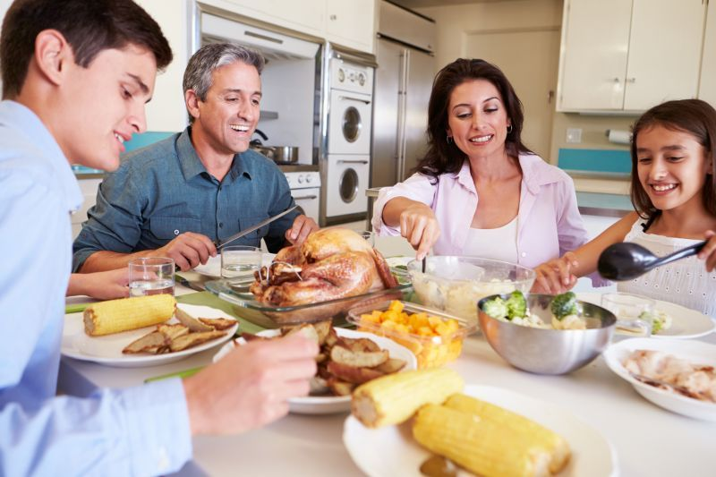 Family Meals Make for Teens Who Eat Healthy