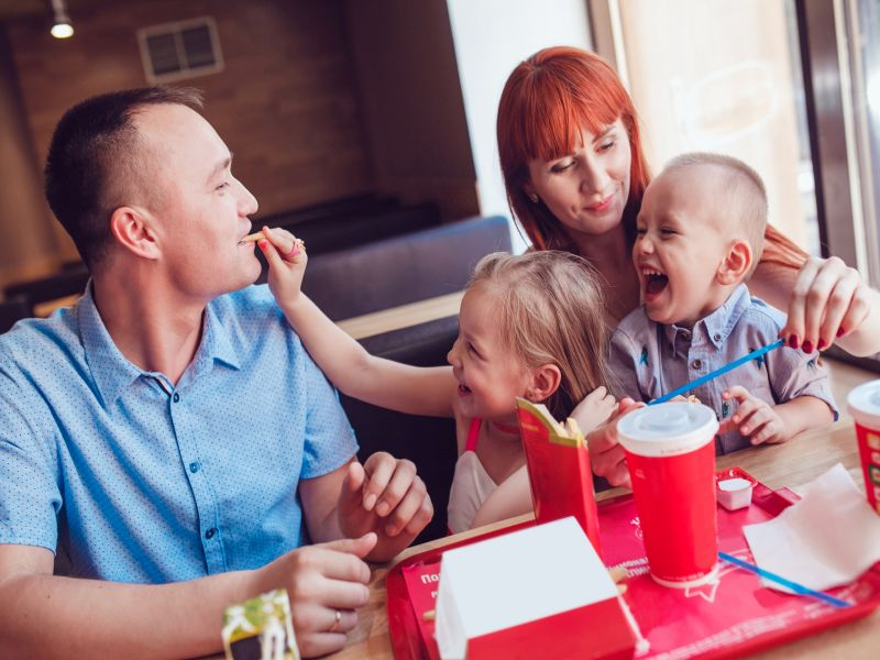 Fast-Food Outlet in Neighborhood Could Mean Heavier Kids: Study