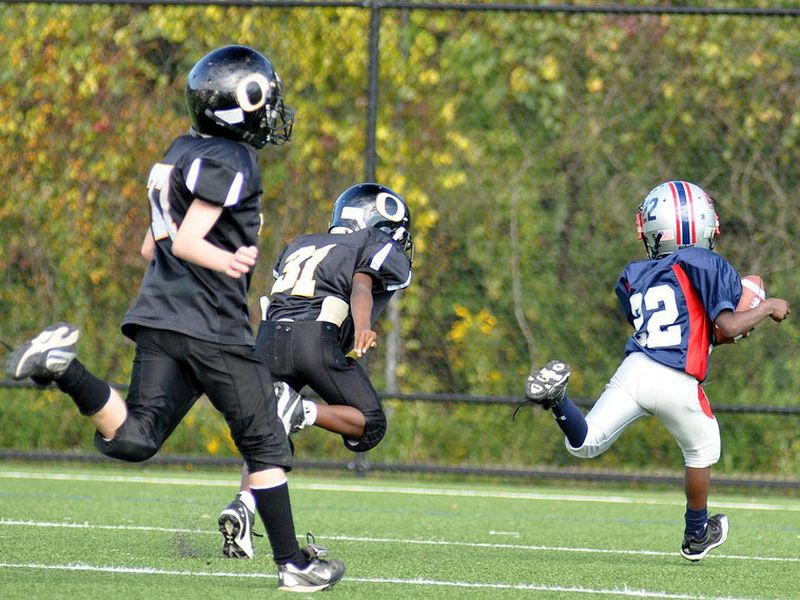 Safe Tackling OK in Youth Football, Pediatricians' Group Says