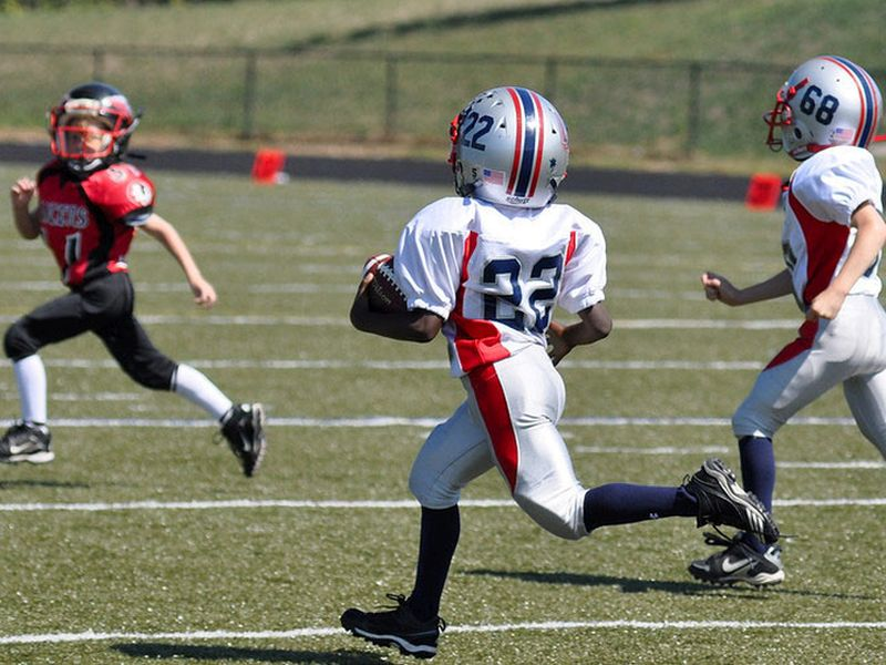 Youth Football Ups Odds of Brain Problems in Adulthood