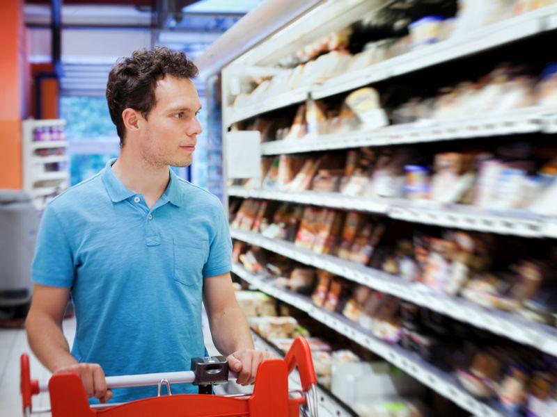 Alimentos altamente processados associados a um risco maior de câncer