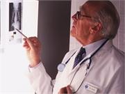 La densité minérale osseuse thoracique et le risque de fracture peuvent être estimés à partir d'une TDM cardiaque