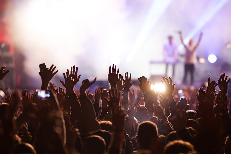 Drinking May Worsen Hearing Loss at Loud Concerts