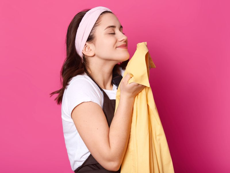 News Picture: Restful Romance: Smelling Your Lover's Shirt Can Help You Sleep