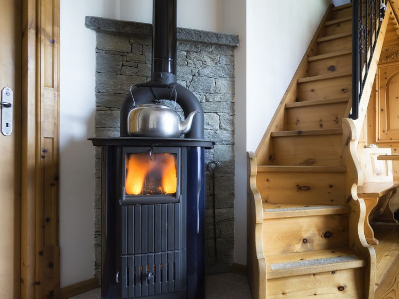 News Picture: Wood Stoves May Spark Heart Trouble
