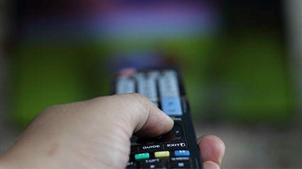Los atracones de televisión y su salud